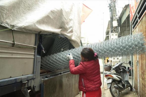Giá sắt thép tăng khiến cho nhiều khách hàng kêu than. Ảnh Hương Ánh.