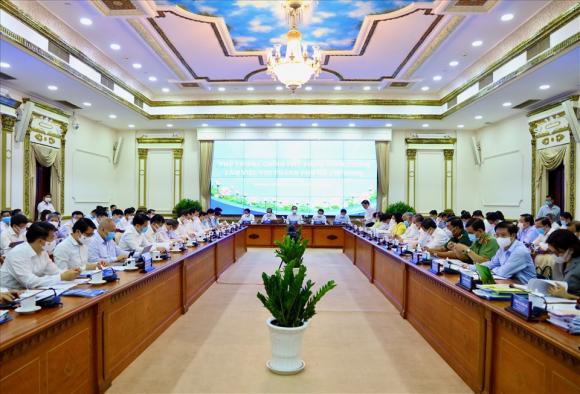 Toàn cành buổi làm việc của Thủ tướng Phạm Minh Chính cùng 3 phó thủ tướng với lãnh đạo TPHCM. Ảnh: Minh Quân