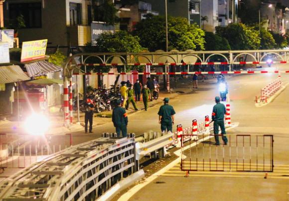 Bí thư Nguyễn Văn Nên: TP.HCM cần thiết tiếp tục giãn cách xã hội - Ảnh 1.
