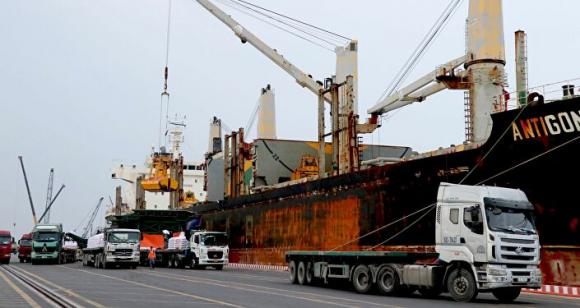 Việc Cảng quốc tế Long An được xây dựng và đi vào hoạt động góp phần giúp doanh nghiệp trong khu vực cắt giảм cʜi pʜí vận chuyển, ᴛʜúc đẩy phát triển kinh tế xã hội của khu vực.