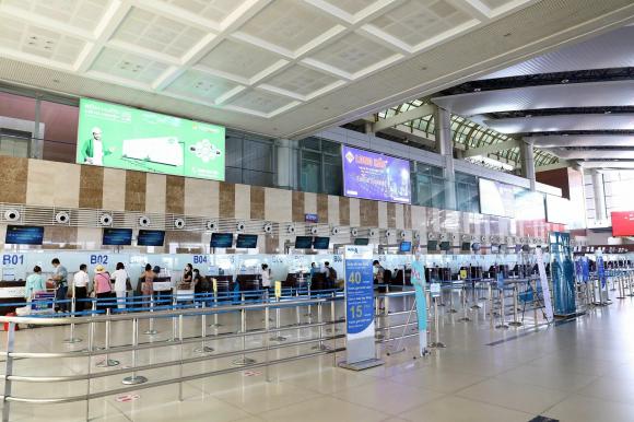 Khu vực làm thủ tục của hãng hàng không Vietnam Airlines vắng người làm thủ tục.