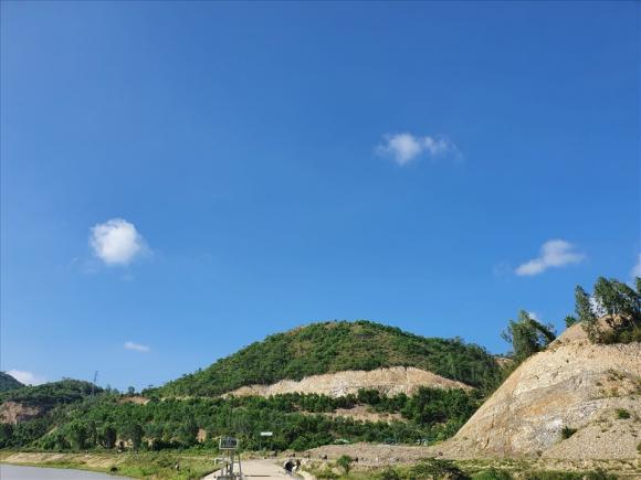 Một góc khu vực núi Chín khúc bị san phẳng để triển khai dự án. Ảnh: B.T