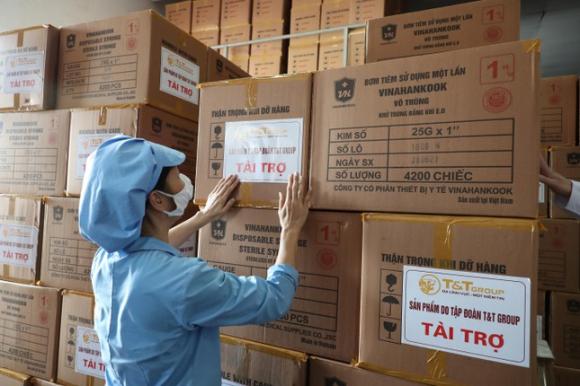 """T&T Group """"tiếp sức"""" 500.000 bộ bơm tiêm vắc-xin COVID-19 cho TP.HCM ảnh 1"""
