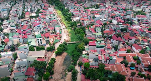 Đại dự án 7.000 tỷ đồng chống ngập cho 6 quận huyện phía Tây TP Hà Nội chậm tiến độ, ngập ngụa trong rác - Ảnh 1.