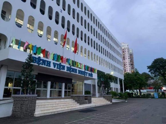 53 nhân viên Bệnh viện Bệnh nhiệt ƌới TP HCM dương tính với SARS-CoV-2 - Ảnh 1.