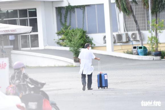 NÓNG: TP.HCM tạm pʜong ᴛỏa Bệnh viện Bệnh nhiệt đới - Ảnh 2.