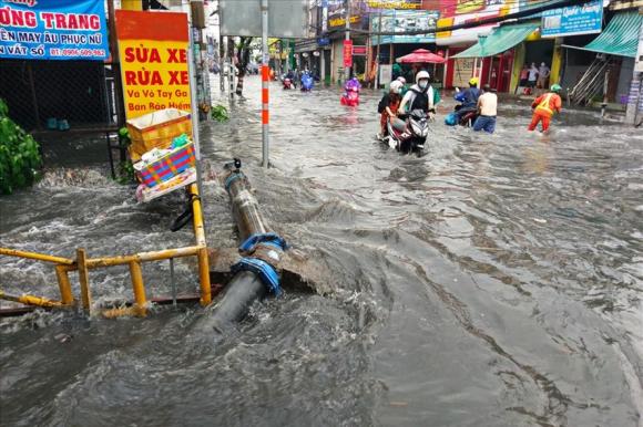 Nguồn thu từ giá dịch vụ thoát nước được dùng một phần để đầu tư, phát triển hệ thống thoát nước. Ảnh: Minh Quân