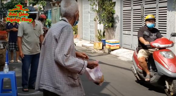 Nguyễn Sin lên tiếng việc YouTuber chì chiết người xin cơm từ thiện: View và tiền làm thay đổi bản tính và truyền thống văn hoá của người Việt - Hình 6