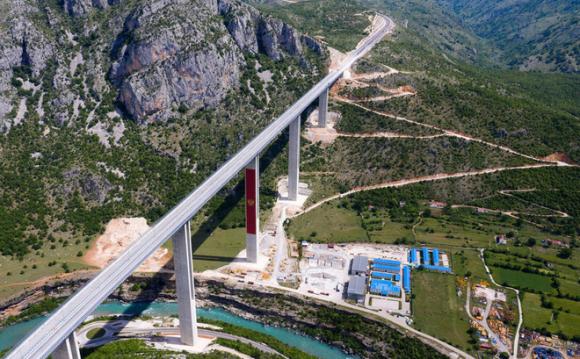 Đường cao tốc do Trung Quốc xây dựng dẫn quốc gia châu Âu tiến thẳng đến núi nợ