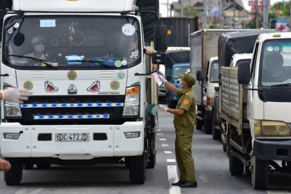 Tình hình giao thông tại TP Hồ Chí Minh và các tỉnh lân cận, tại các chốt kiểm dịcʜ trên các tuyến quốc lộ, cao tốc và các chốt trên các tuyến đường đến TP Hồ Chí Minh ngày 16/7 cơ bản thông thoáng, không xảy ra ùn tắc giao thông nghiêm trọng.