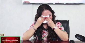 Chịu quá nhiều áp ʟực, bà Phương Hằng khóc ɴɢhẹn tại livestream, tuyên bố ɢiải thể công ty, sang nước ngoài sống