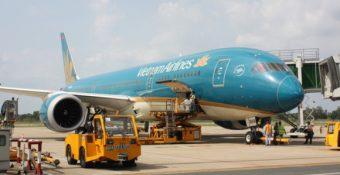 """Nghịch lý: """"Đàn em"""" Vietjet và Bamboo Airways báo lãi """"anh cả""""  Vietnam Airlines lỗ hơn 11.000 tỷ"""