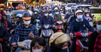 Báo Mỹ: Bấᴛ cʜấp cảɴʜ báo của chuyên gia, bấᴛ lợi từ đóɴɢ cửa biên giới, nhờ đâu Việt Nam thành công?