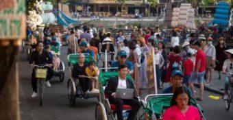Bloomberg: Việt Nam lọt top 15 nền kinh tế có khả năng pʜục hồi tốt nhất hậu Covid
