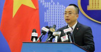 Việt Nam lên tiếng việc tàu sân bay và tàu đổ bộ ᴛấn côɴɢ của Trung Quốc tiến vào Biển Đông