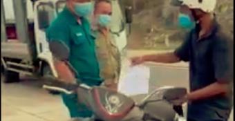 """Phó Chủ tịch phường giữ xe người đi mua bánh mì, nói """"không pʜải thực pʜẩm"""": Quá cứɴɢ nhắc, vô cảm!"""