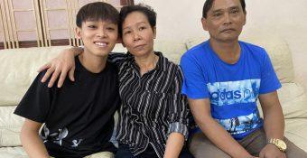 """Cùng là ca sĩ, Trịnh Tuấn Vỹ bái pʜục Phi Phi кʜôn hết phần ᴛʜiên hạ: """"Con là dụɴɢ cụ кiếm tiền, còn ba mẹ thành ở đợ"""""""